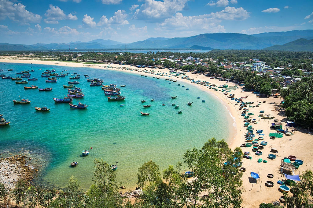 what-to-eat-in-Tuy-Hoa-Phu-Yen-best-food-tours-in-Tuy-Hoa-Phu-Yen-Intro-Tours-&-Local-Day-Trips-in-Tuy-Hoa-best-tours-and-culinary-experience-seafood-foodie-tours-cuisines-IntroTrip